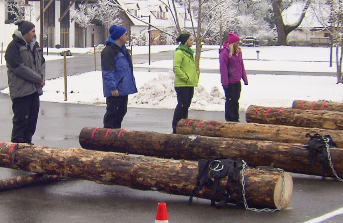 Im Halbfinale ist jeder Kandidat auf sich selbst gestellt: André, Ralf, Sabrina und Nicole müssen eine schwere Baumstamm-Challenge meistern ... - Bildquelle: SAT.1