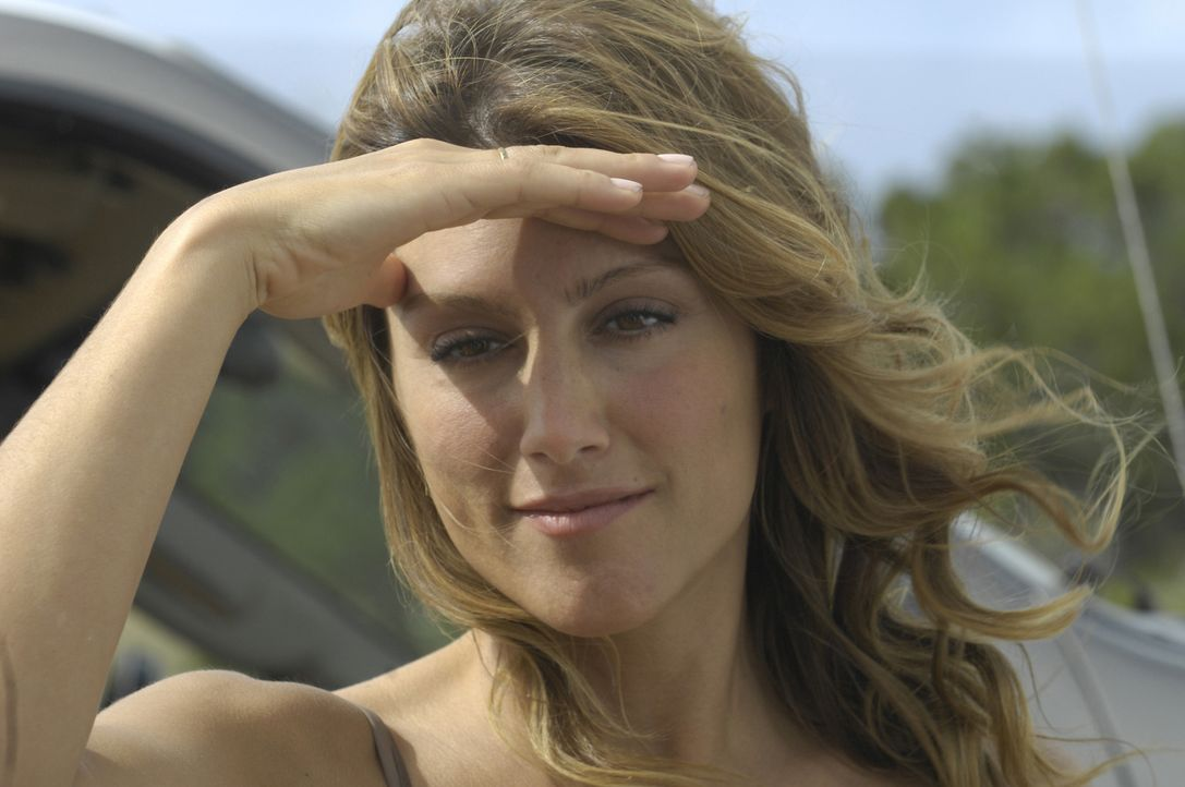 Joanna (Jennifer Esposito) kommt MacPherson gerade recht bei der Suche nach seinem Freund Miguel. Die Einwohnerin des Städtchens New Lago kennt sich... - Bildquelle: 2008 Worldwide SPE Acquisitions Inc. All Rights Reserved.
