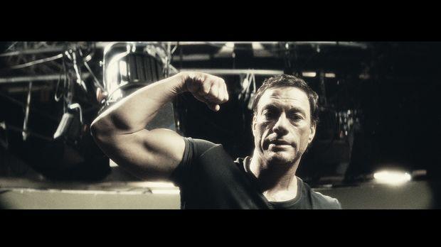 J.C.V.D. (Jean-Claude Van Damme) reicht es! Seine Tochter schämt sich für ihn...