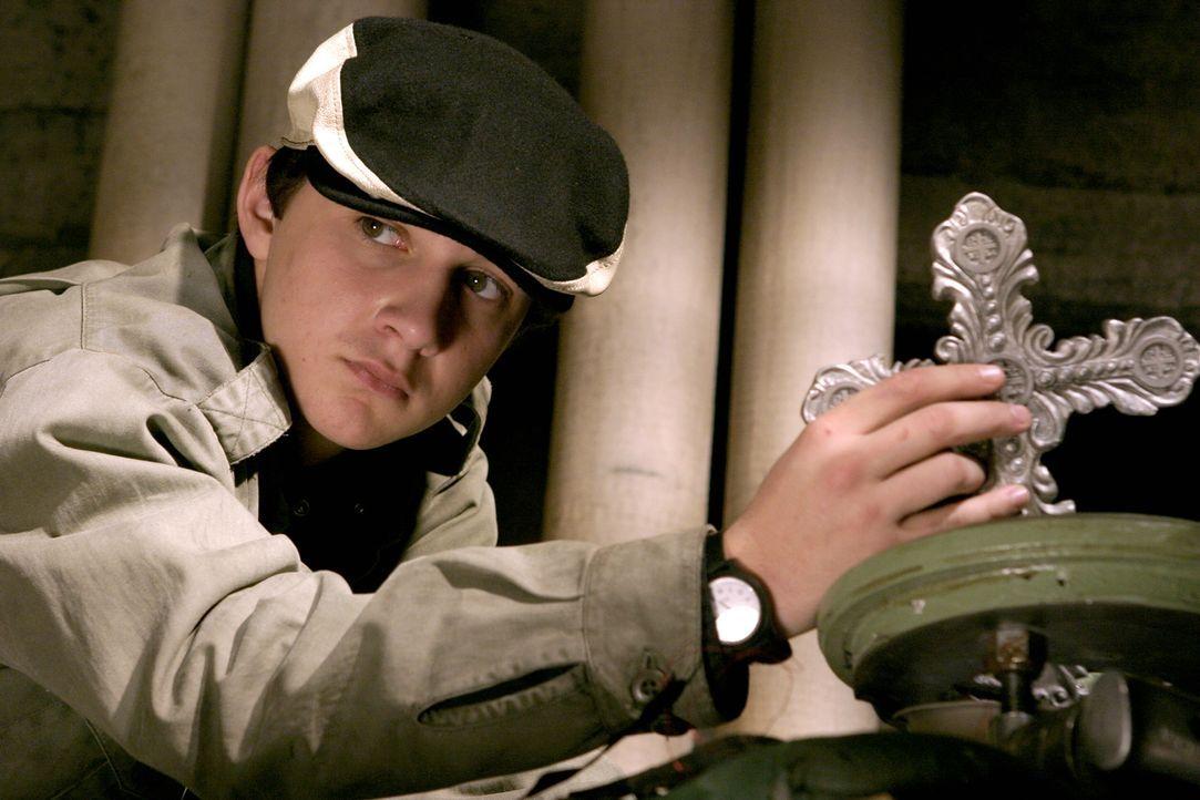 Chas (Shia LaBeouf) ist Constantines treuer Freund und Chauffeur. Er möchte bei ihm in die Lehre gehen und alles über dessen Welt erfahren ... - Bildquelle: Warner Brothers