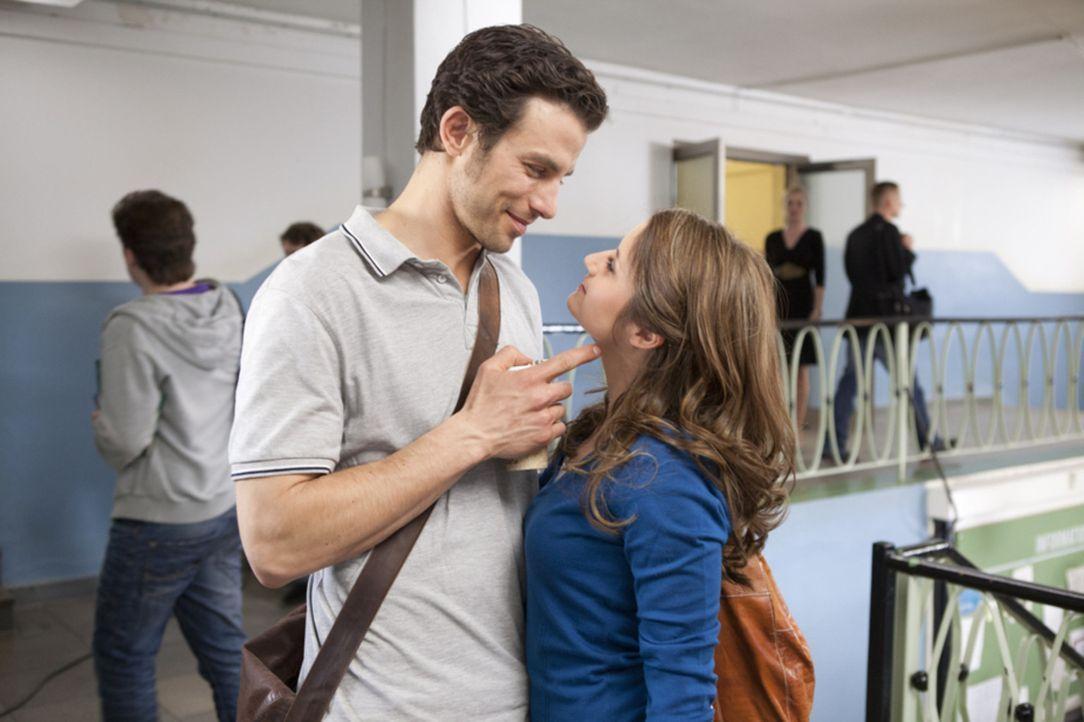 Meint es Michael (Andreas Jancke, l.) wirklich ersts mit Bea (Vanessa Jung, r.) ... - Bildquelle: SAT.1