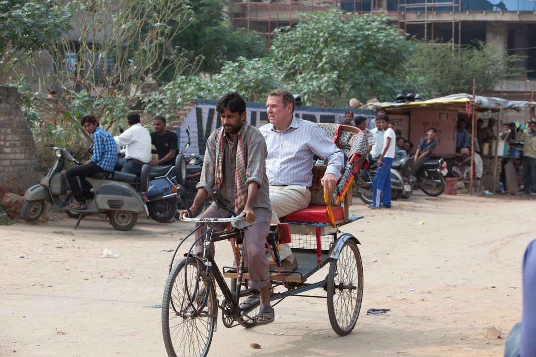 Graham (Tom Wilkinson, r.), ein angesehener High Court Richter, hat bereits seine ersten 18 Lebensjahre in Indien verbracht. Kurz vor seiner Pension... - Bildquelle: 2012 Twentieth Century Fox Film Corporation. All rights reserved.