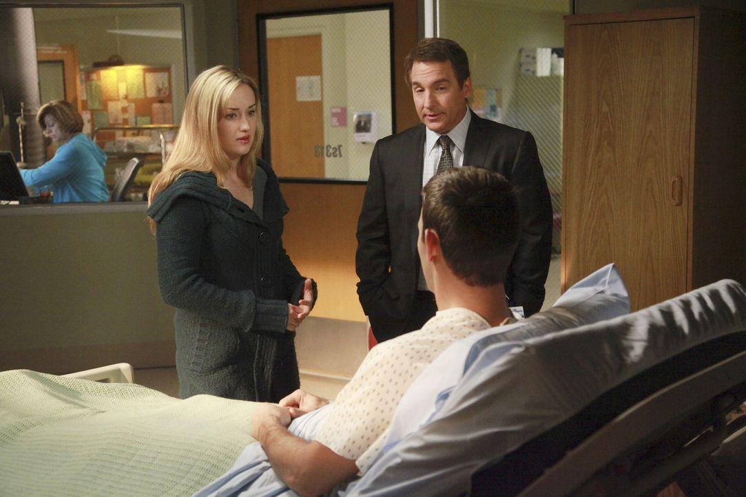 Sheldon (Brian Benben, M.) kümmert sich um das Ehepaar Kelly (Ashley Johnson, l.) und Rick (David Loren, r.), die Probleme miteinander haben, seit... - Bildquelle: ABC Studios