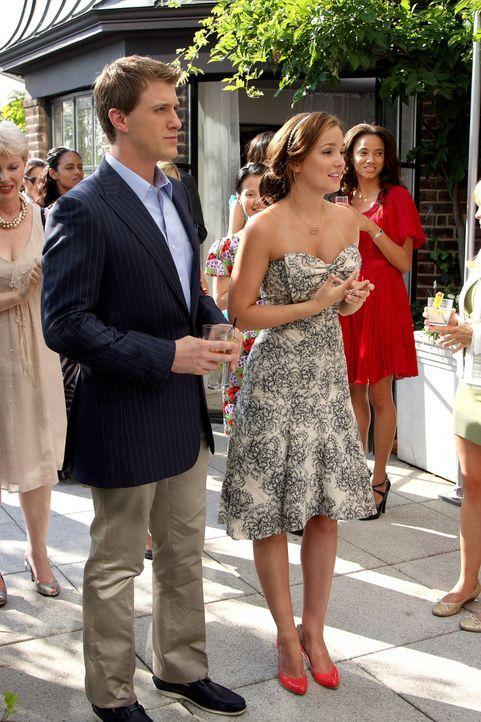Die Party beginnt: Blair (Leighton Meester, r.) stellt den Gästen ihren neuen Freund, Lord Marcus (Patrick Heusinger, l.), vor ... - Bildquelle: Warner Brothers