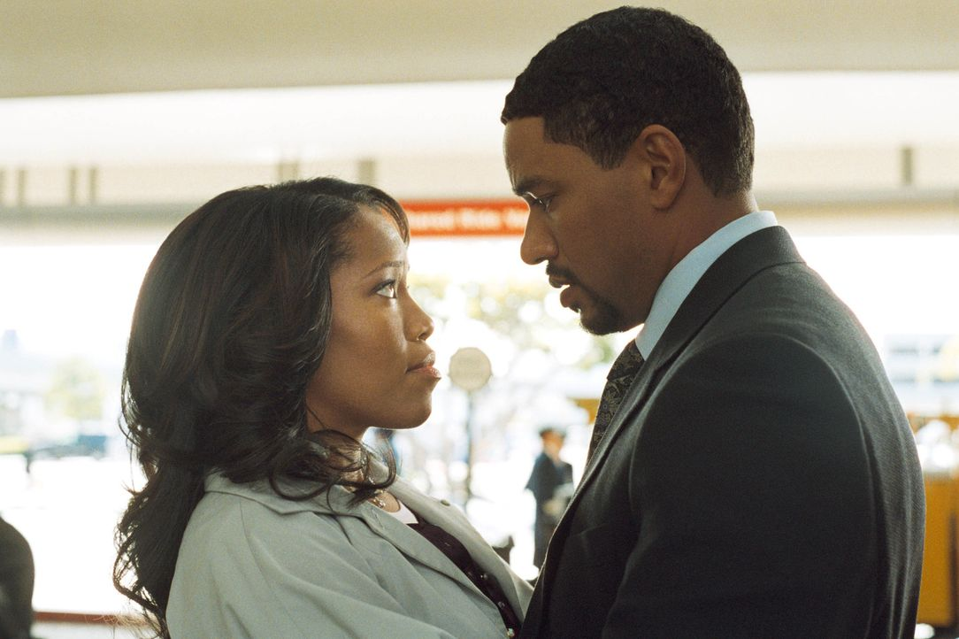 Aufgehetzt von ihrem egoistischen und intriganten Ehemann Malcom (Laz Alonso, r.) will Lisa (Regina King, l.) Mamas Erbe schon vorab verjubeln. Doch... - Bildquelle: CPT Holdings, Inc.  All Rights Reserved.