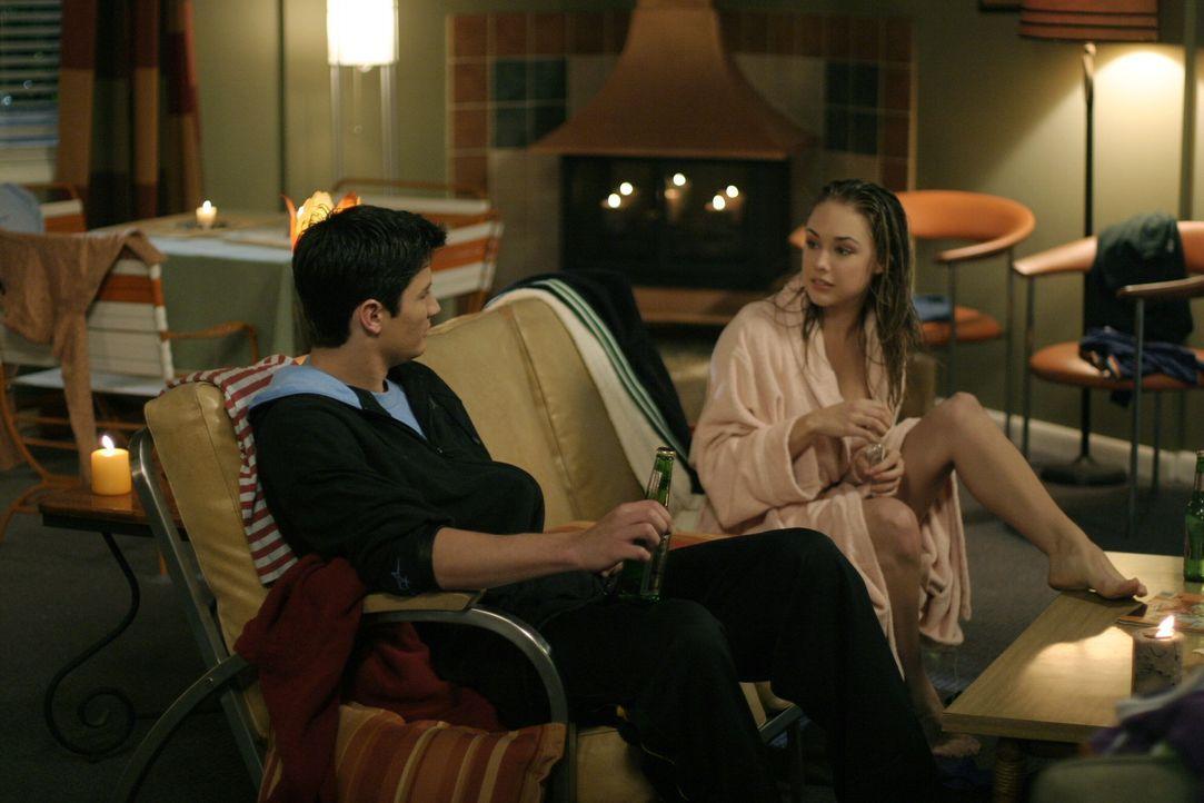 Weil es in seiner Ehe kriselt, ist Nathan (James Lafferty, l.) jede Abwechslung recht. Das weiß auch Taylor (Lindsey McKeon, r.) ... - Bildquelle: Warner Bros. Pictures