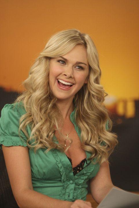 Robin kann mit ihrer neuen Co-Moderatorin Becky (Laura Bell Bundy) einfach Nichts anfangen ... - Bildquelle: 20th Century Fox International Television
