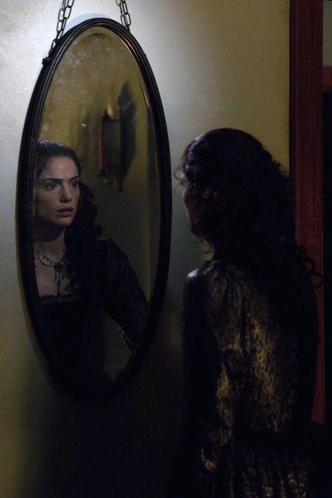 Die Spekulationen über den angeblichen Machtverlust der Hexen in Salem gefallen Mary in keiner Weise. Drastische Schritte müssen folgen ... - Bildquelle: 2013-2014 Fox and its related entities.  All rights reserved.