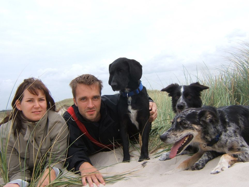 Frisch verheiratet ist Sabrina (l.) von Bargstedt bei Stade nach Dänemark ausgewandert. die Ehe scheitert nach acht gemeinsamen Wochen in Dänemark.... - Bildquelle: kabel eins