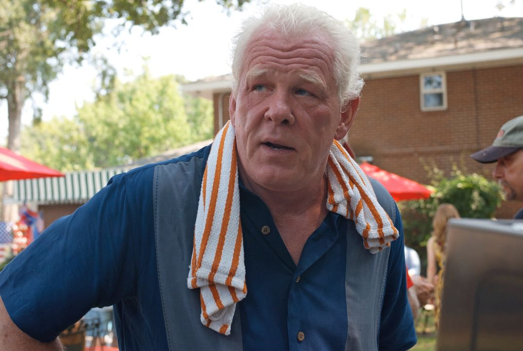 Weshalb will Hurley (Nick Nolte) seinem Schwiegersohn Parker helfen, den Vergnügungspark zu überfallen? - Bildquelle: Jack English 2013 Constantin Film Verleih GmbH