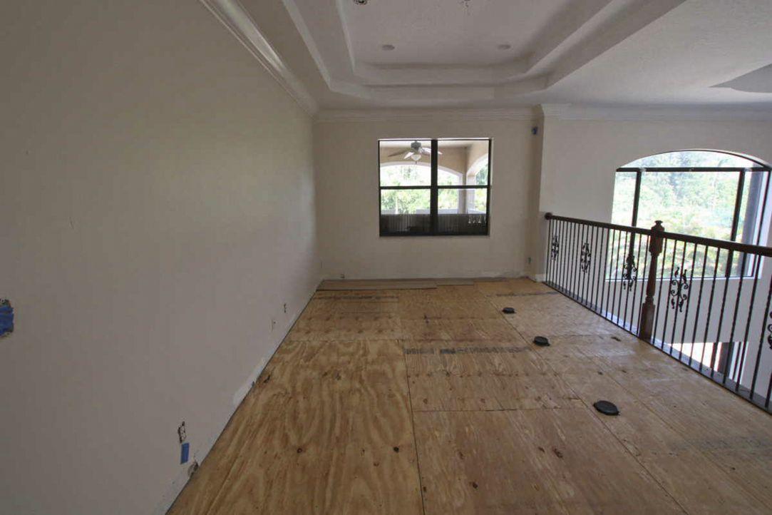 Kann dies wirklich ein Spielzimmer für Groß und Klein werden? - Bildquelle: 2012, DIY Network/Scripps Networks, LLC.  All Rights Reserved