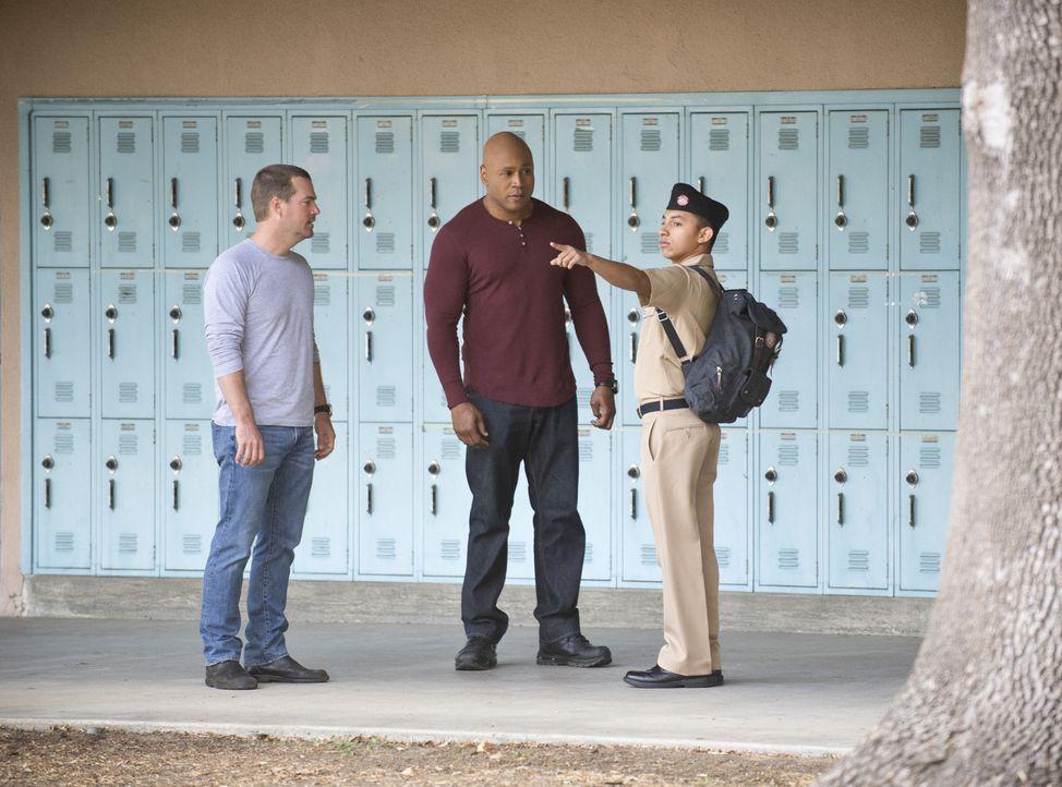 Versuchen, einen neuen Fall zu lösen und erhoffen sich, von einigen Marinesoldaten wichtige Hinweise zu bekommen: Callen (Chris O'Donnell, l.) und S... - Bildquelle: CBS Studios Inc. All Rights Reserved.