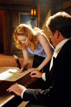Charmed - Zauberhafte Hexen - Paige (Rose McGowan, l.) arbeitet gerade bei de...
