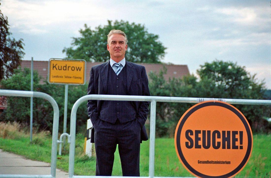 Während Kudrow von der Außenwelt abgeschnitten ist, träumt der amtierende Bürgermeister (Christoph M. Ohrt) vom Posten des Ministerpräsidenten ...... - Bildquelle: Hardy Spitz Sat.1