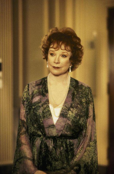 Großmutter Winterbourne (Shirley MacLaine) nimmt die schwangere Connie Doyle in der Familie auf, weil sie denkt, dass sie die Verlobte ihres versto... - Bildquelle: Sony Pictures Television International