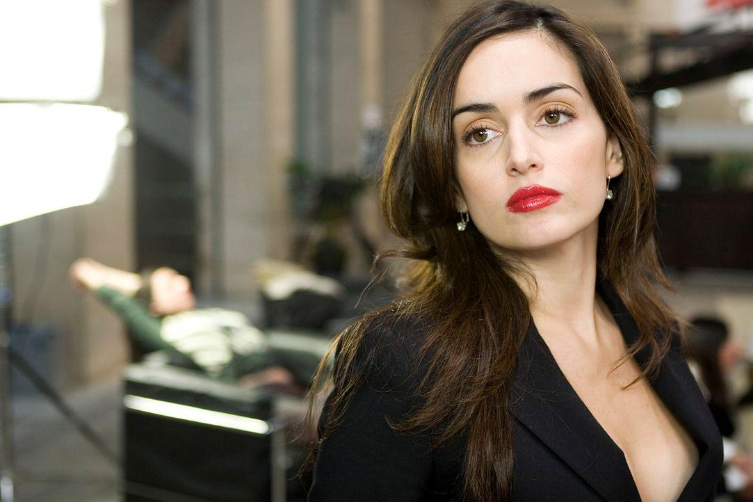 Eines Tages startet Monica (Ana de la Reguera) mit drei Freunden den idealen Raubzug. Doch als sie die 12 Millionen Dollar-Beute in einer konspirati...