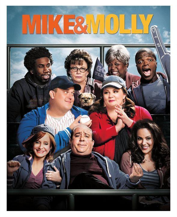 (4. Staffel) - MIKE & MOLLY: Samuel (Nyambi Nyambi, hinten l.), Carl (Reno Wilson, hinten r.), Peggy (Rondi Reed, hinten 2.v.l.), Grandma (Cleo King... - Bildquelle: Warner Brothers