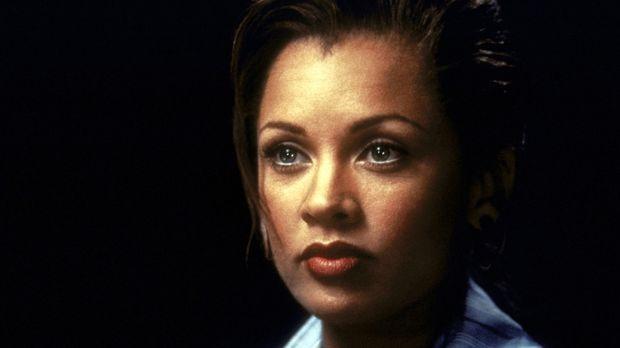 Eines Tages wendet sich die attraktive Lee Cullen (Vanessa Williams), die in...