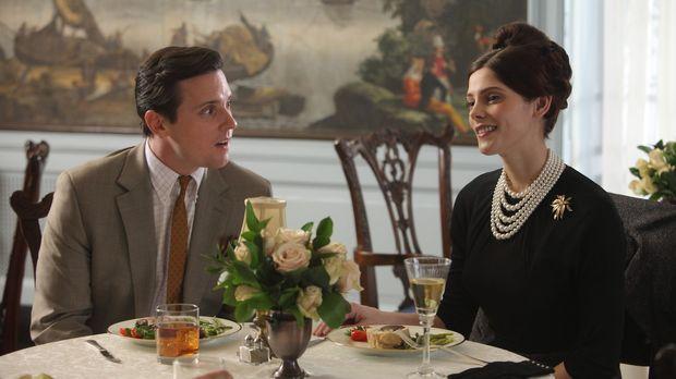 Nicht nur bei Ted (Michael Mosley, l.) und Amanda (Ashley Greene, r.) fahren...