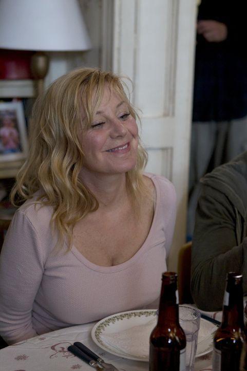 Nach Außen möchte sie den Schein des Guten wahren, doch Monicas (Chloe Webb) Depressionen werden immer schlimmer ... - Bildquelle: 2010 Warner Brothers