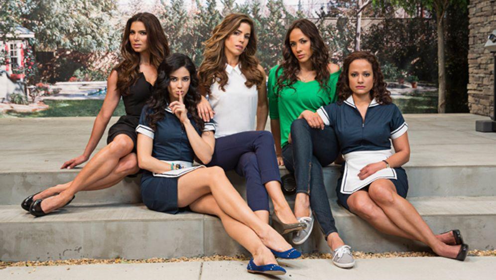 Devious Maids: Gruppenbild in Nachbarschaft - Bildquelle: ABC Studios