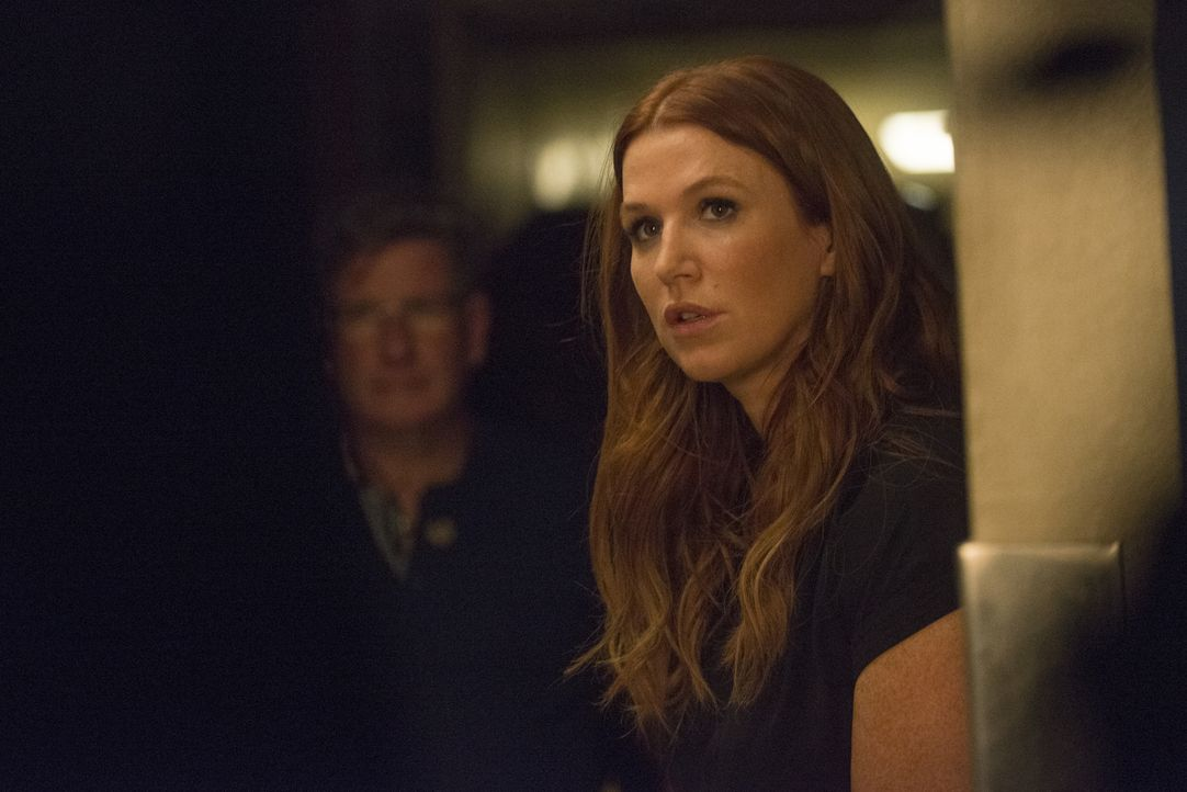 Als ein mächtiger Sturm aufzieht, finden Carrie (Poppy Montgomery), Al und ein festgenommener Verbrecher in einer stillgelegten Polizeistation Unter... - Bildquelle: Barbara Nitke 2015, 2016 Sony Pictures Television Inc. All Rights Reserved.