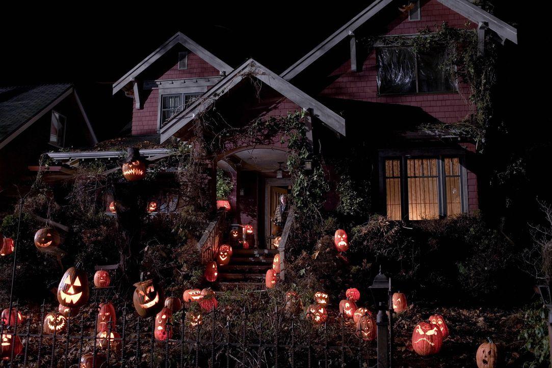 Auch der alte, asthmatische Mr. Kreeg (Brian Cox) wird heute Nacht erfahren, was der Geist von Halloween für ihn bereithält ... - Bildquelle: 2007   Warner Brothers