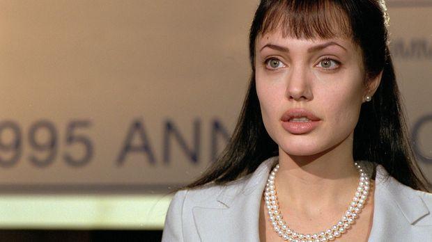 Die naive Amerikanerin Sarah Jordan (Angelina Jolie) lebt als reiche und verw...