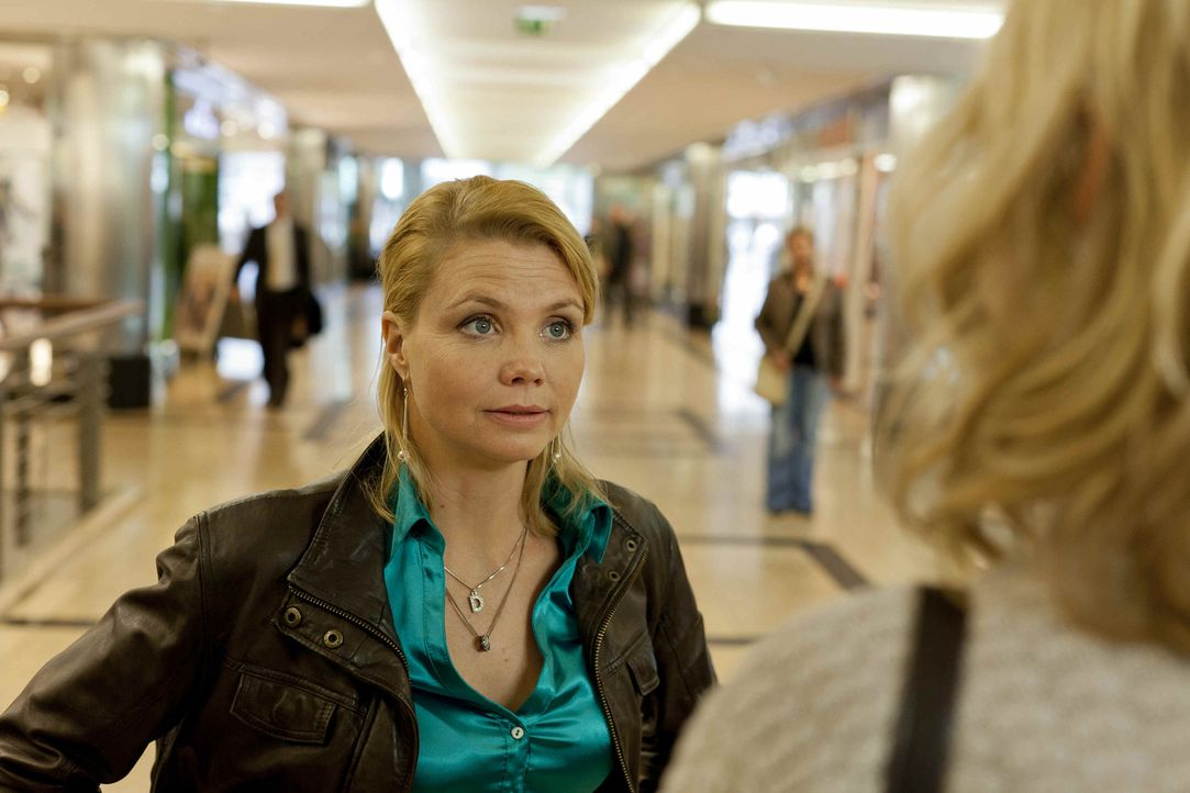Um ihre Steuerschulden abzutragen, hat Danni (Annette Frier) das rettende Angebot von Oliver Schmidt annehmen müssen. Da sie glaubt, sie habe sowies... - Bildquelle: Frank Dicks SAT.1