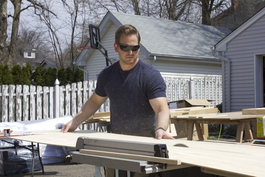 Um den perfekten Man Cave zu erschaffen, ist Jason Cameron kein Handgriff zu viel ... - Bildquelle: 2013, DIY Network/Scripps Networks, LLC.  All rights Reserved.