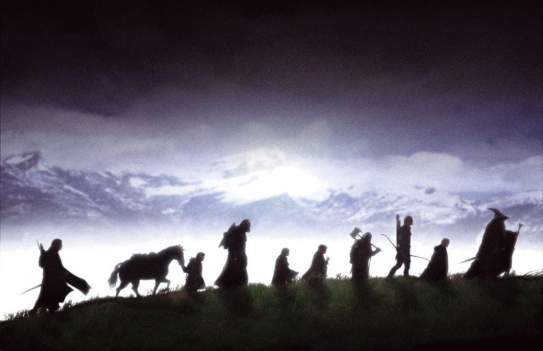 Ein beschwerlicher Weg mit vielen Gefahren steht Frodo, seinen Freunden und den Gefährten auf der Reise nach Mordor bevor ... - Bildquelle: Warner Brothers