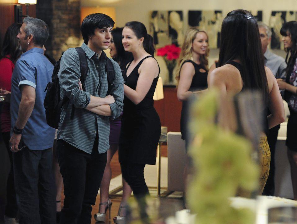 Noch glaubt Ty (Gideon Glick), mit einer Heldentat Carmen für sich zu gewinnen ... - Bildquelle: 2014 ABC Studios