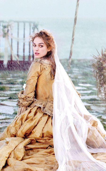 Eigentlich wollte Elizabeth Swann (Keira Knightley) endlich ihre große Liebe Will Turner heiraten, aber da wird sie von Jack in den Strudel der Erei... - Bildquelle: Peter Mountain Disney Enterprises, Inc.  All rights reserved