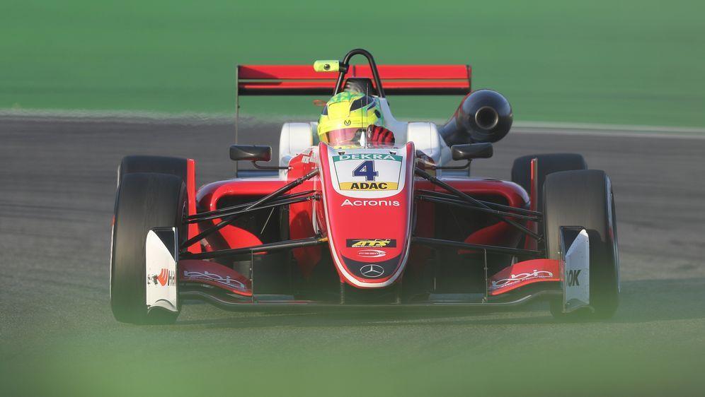 Mick Schumacher verpasst den Titel im ersten Lauf - Bildquelle: getty