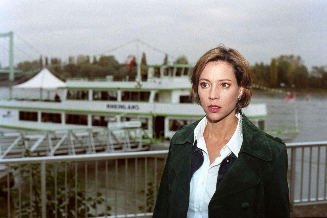 Gesine Westfahl (Carin C. Tietze) ermittelt auch im Fall des ermordeten Kapitäns eines Ausflugsdampfers. - Bildquelle: Thekla Ehling Sat.1