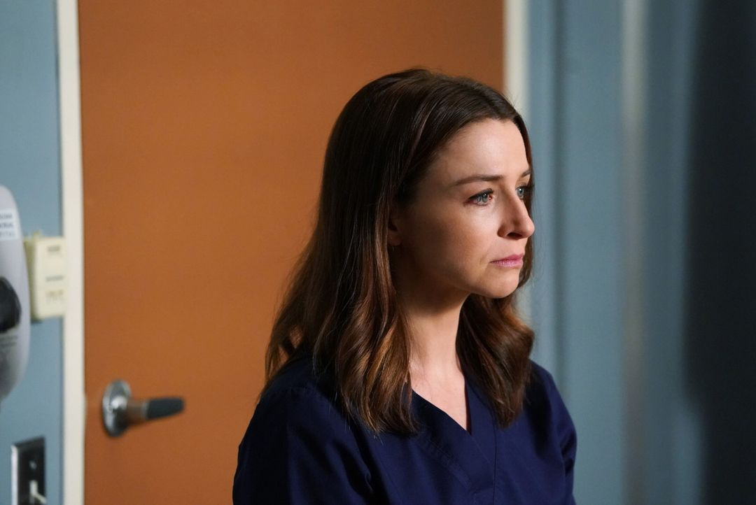Während Amelia (Caterina Scorsone) versucht, ihren Krebs geheim zu halten, taucht eine Person aus Merediths Vergangenheit als Patient im Krankenhaus... - Bildquelle: Mitch Haaseth 2017 American Broadcasting Companies, Inc. All rights reserved.