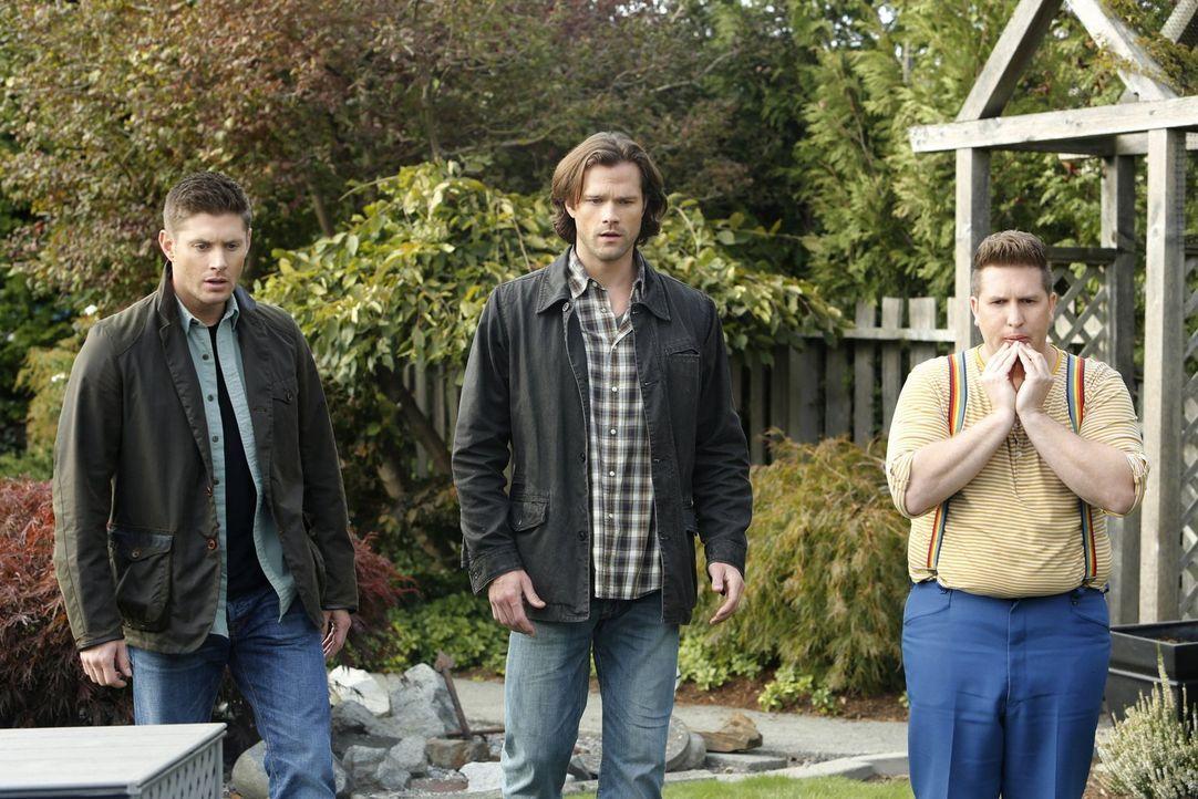 Sam (Jared Padalecki, M.) ist geschockt, als er plötzlich seinen imaginären Kindheitsfreund Sully (Nate Torrence, r.) wiedersieht. Und noch seltsame... - Bildquelle: 2014 Warner Brothers