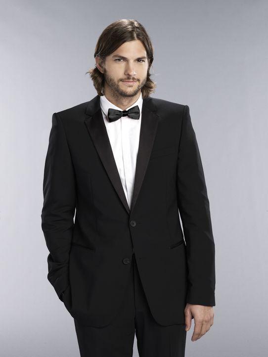 (9. Staffel) - Der suizidgefährdete Internet-Milliardär, Walden Schmidt (Ashton Kutcher), hat eine starke Anziehungskraft auf Frauen hat, die er abe... - Bildquelle: Warner Brothers Entertainment Inc.