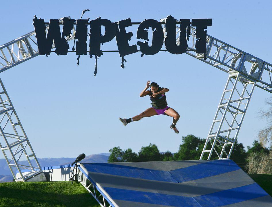 """Dieser TV-Parcours hat sich gewaschen: Wer bei """"WipeOut - mach dich nas... - Bildquelle: 2010 Jeff Samaripa/Wipeout"""