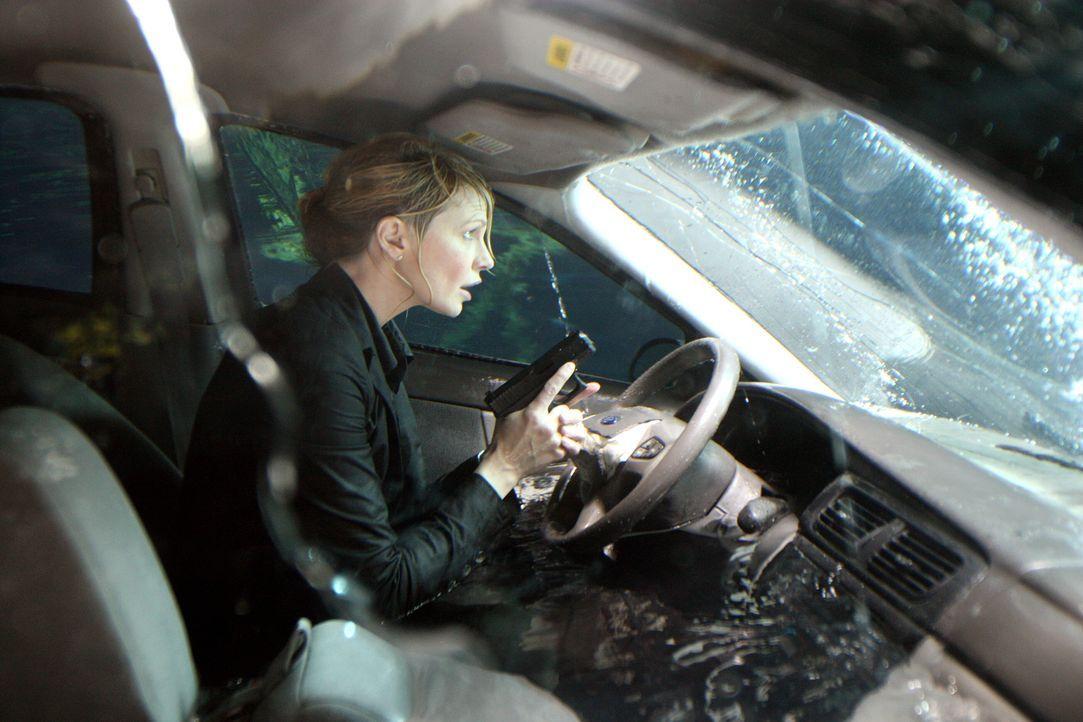 Det. Lilly Rush (Kathryn Morris) wird Opfer eines Mordanschlages ... - Bildquelle: Warner Bros.