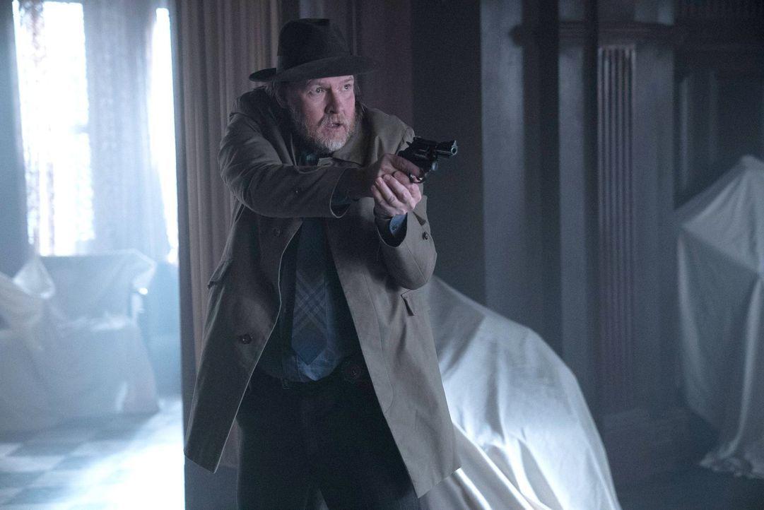 Als Bullock (Donal Logue) mit seinem Partner Gordon einen blutigen Tatort vorfindet, ist er mehr als schockiert und setzt alles daran, Gotham zu ret... - Bildquelle: Warner Brothers