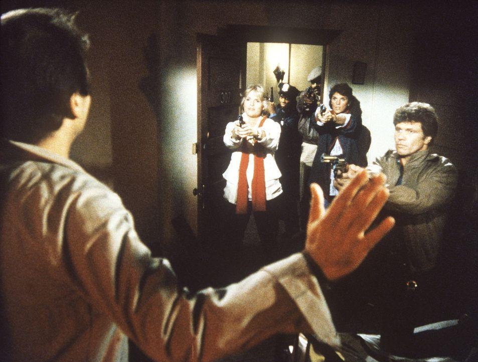 Die Beamten des 14. Reviers können einen Schwerverbrecher stellen, kurz bevor sein Verbrechen verjährt. - Bildquelle: ORION PICTURES CORPORATION. ALL RIGHTS RESERVED.