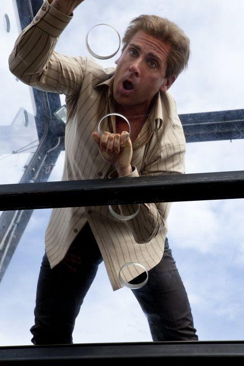 Panik macht sich bei dem Egomanen Burt (Steve Carell) breit, als er das erste Mal seit Jahren eine Herausforderung wagt. Natürlich endet diese Aktio... - Bildquelle: 2013   Warner Brothers
