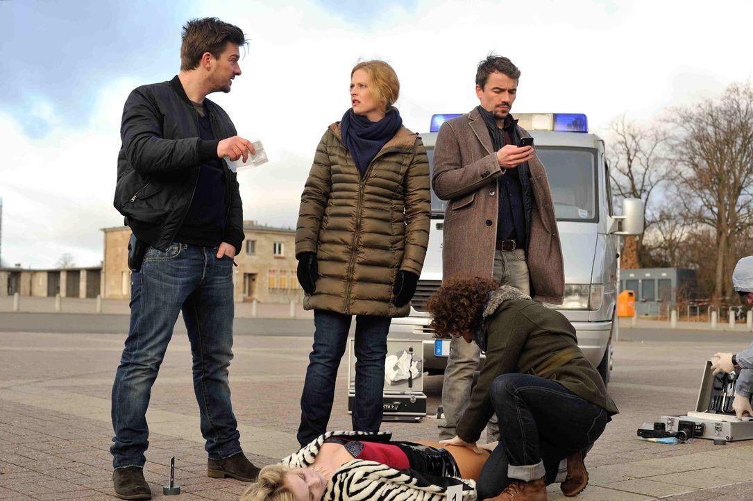 Als eine Prostituiere tot aufgefunden wird, machen sich Josephine (Diana Amft, M.), Fritz (Matthi Faust, l.), Alexander (Alexander Khuon, r.) und Te... - Bildquelle: Hardy Spitz SAT.1