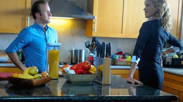 Während Dannys (Scott Caan, l.) Mutter Carla (Melanie Griffith, r.) zu Besuch...