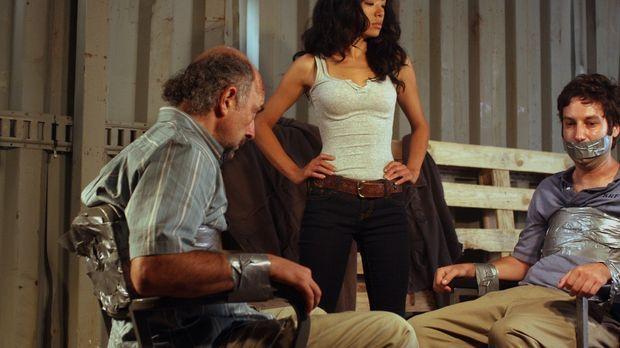 Was hat Jesse (Stephanie Jacobsen, M.) mit Fischer (Richard Schiff, l.) und d...