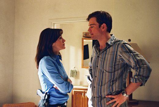 Navy CIS - Gibbs, Kate (Sasha Alexander, l.) und Tony (Michael Weatherly, r.)...