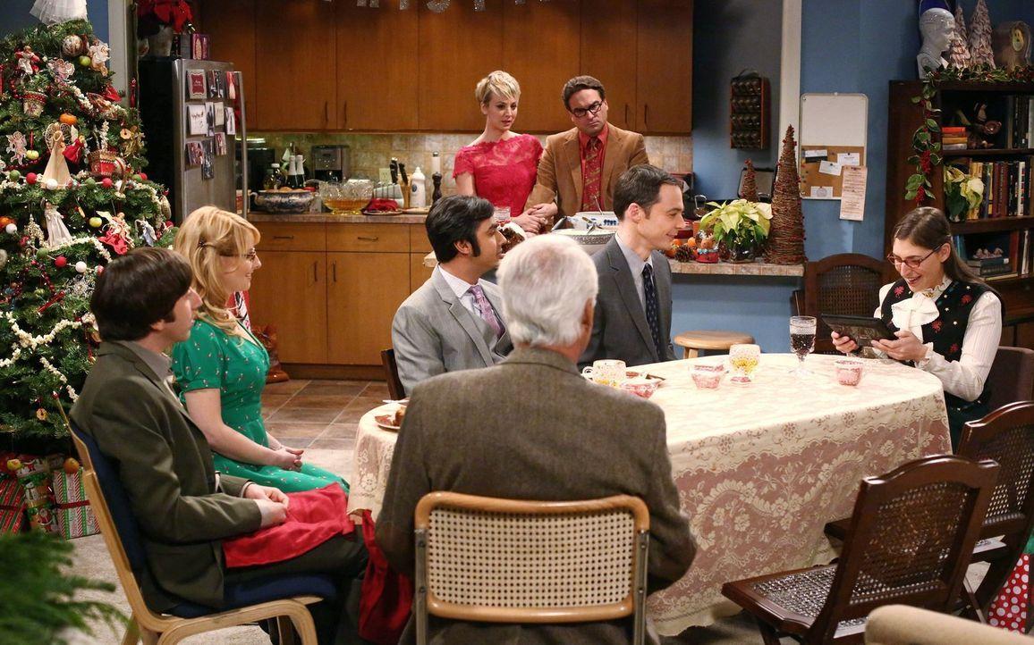 Verbringen Weihnachten zusammen: Bernadette (Melissa Rauch, 2.v.l.), Howard (Simon Helberg, l.), Amy (Mayim Bialik, r.), Sheldon (Jim Parsons, 2.v.r... - Bildquelle: Warner Bros. Television
