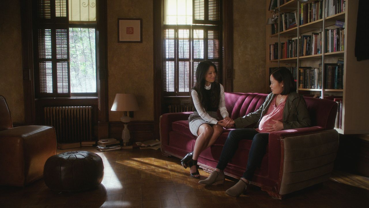 (v.l.n.r.) Dr. Watson (Lucy Liu); Kelsey Chapman (Michele Selene Ang) - Bildquelle: 2018 CBS Broadcasting, Inc. All Rights Reserved.