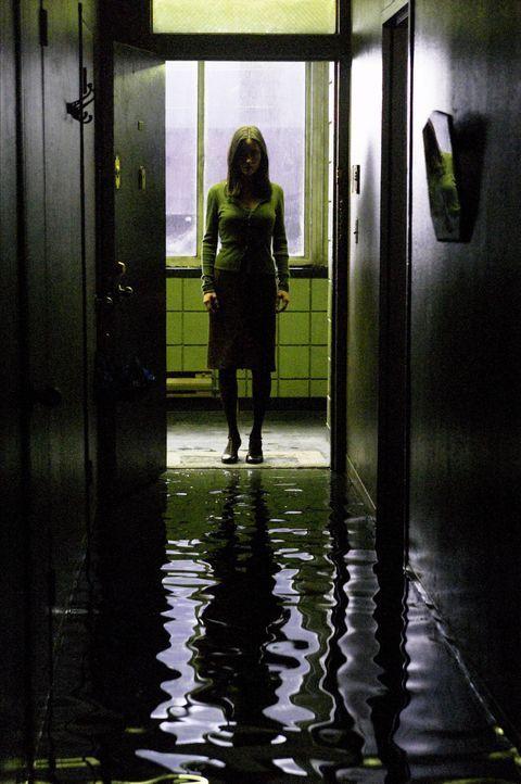 Dahlia Williams (Jennifer Connelly) lässt sich gerade von ihrem Mann scheiden und muss aus Kostengründen mit ihrer fünfjährigen Tochter Cecilia in e... - Bildquelle: Buena Vista Pictures